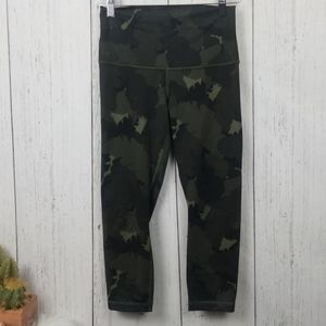 Lululemon camouflage workout capri leggings 4